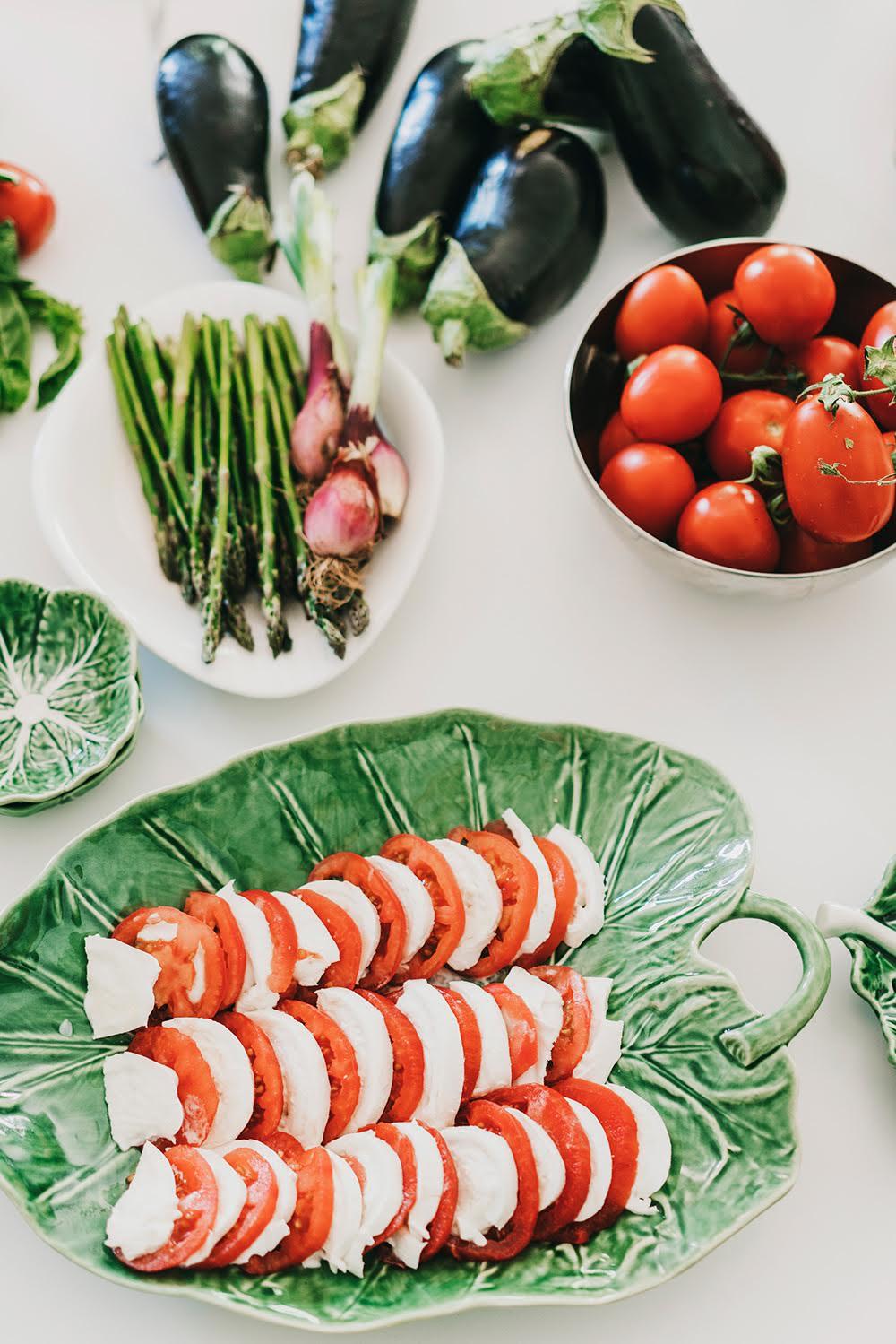 Ensalada caprese de tomate y mozzarella con pesto — Delicious & Sons