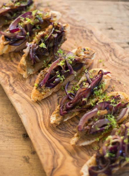 The-Forest-Feast-Porcini-Mushroom-Crostini-03