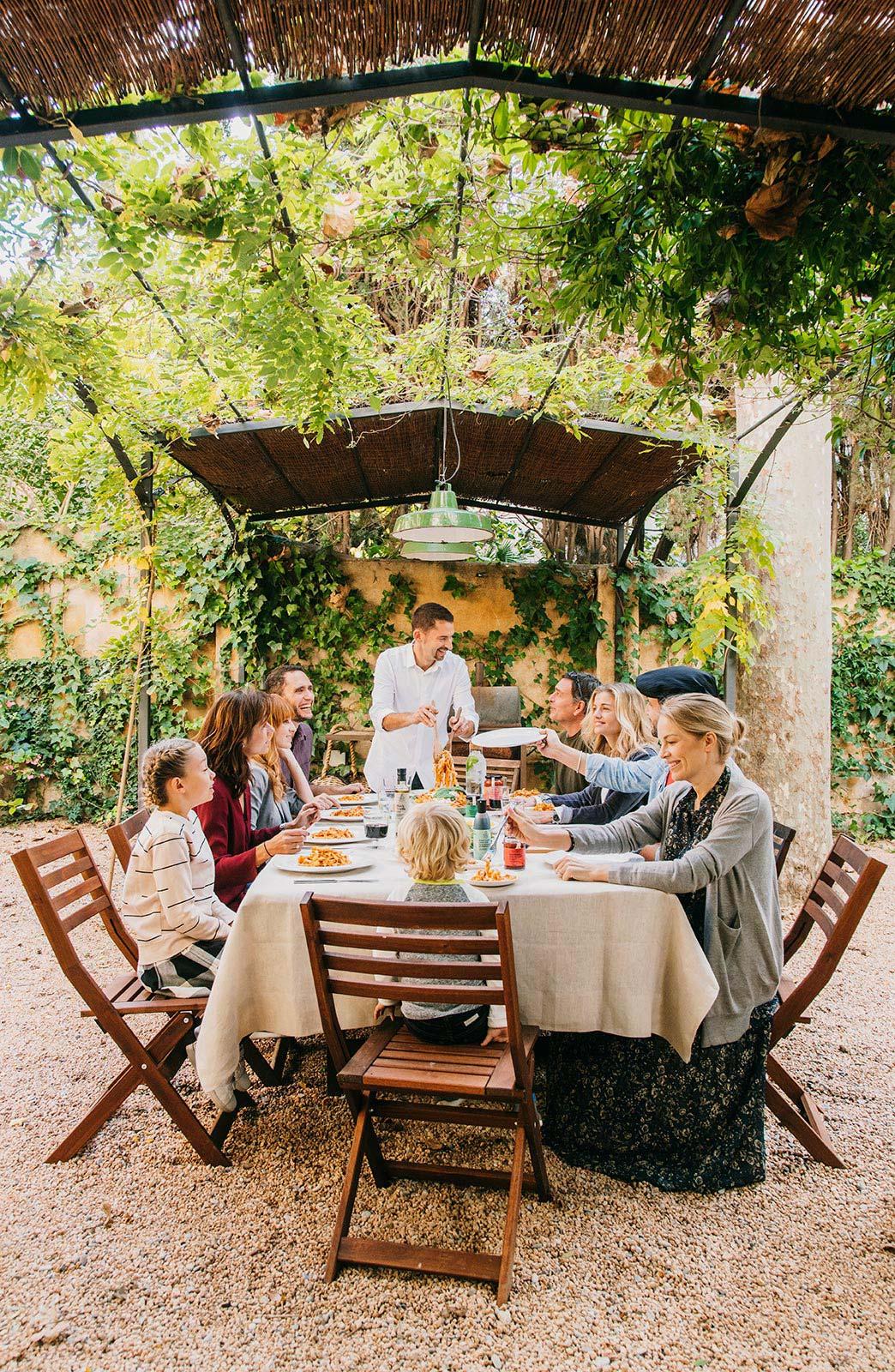 Compartir: Amigos, Risas y Buen Comer al Aire Libre — Delicious & Sons