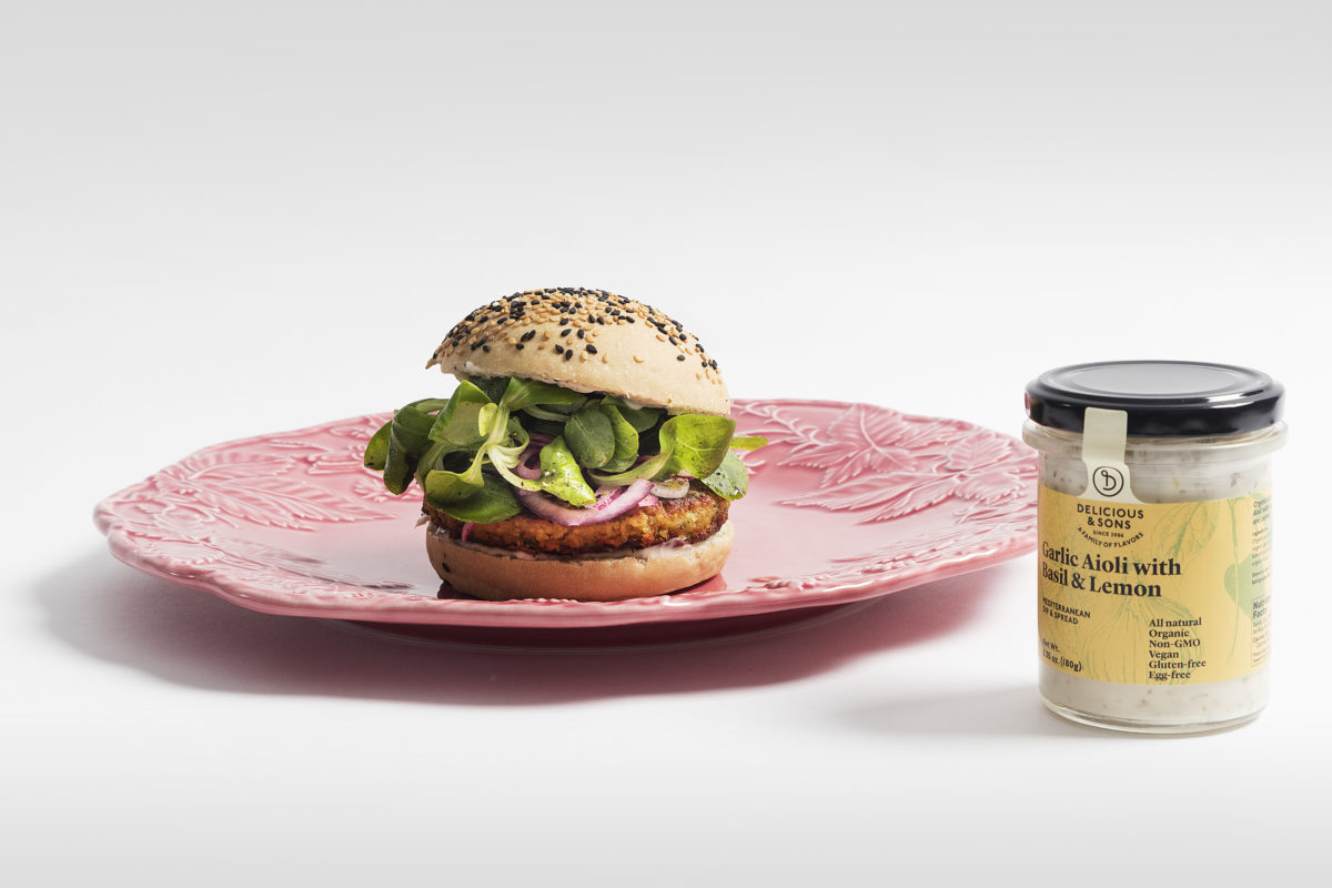 Smoked Lentil Burger with Pickled Onions and Basil & Lemon Aioli by Sergi Ferrer — Delicious & Sons
