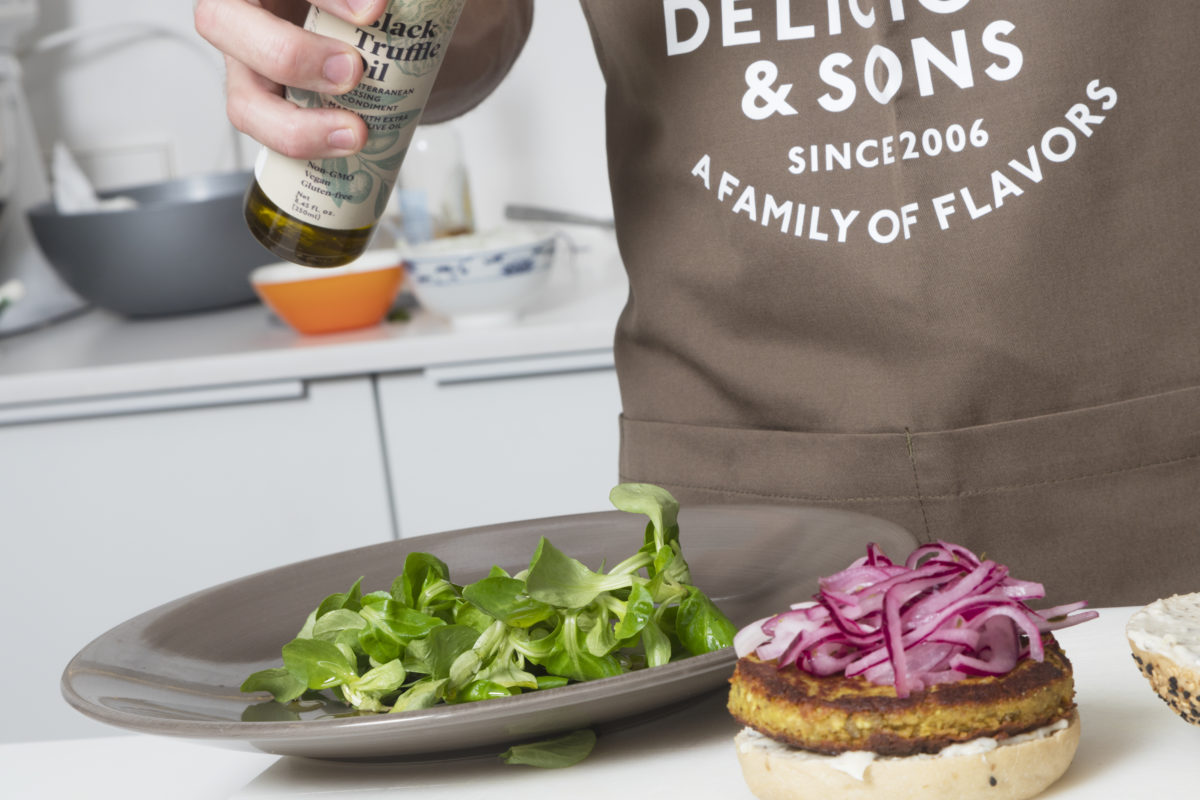 Lentil Burger with Aioli of Basil & Lemon by Sergi Ferrer — Delicious & Sons