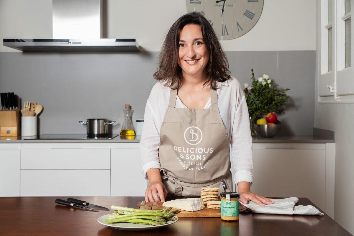 Tostaditas con Brie y Alcachofas por Isabel Tutusaus — Delicious & Sons