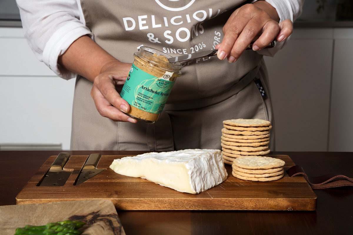 Brie and Artichoke Spread Crostini by Isabel Tutusaus — Delicious & Sons