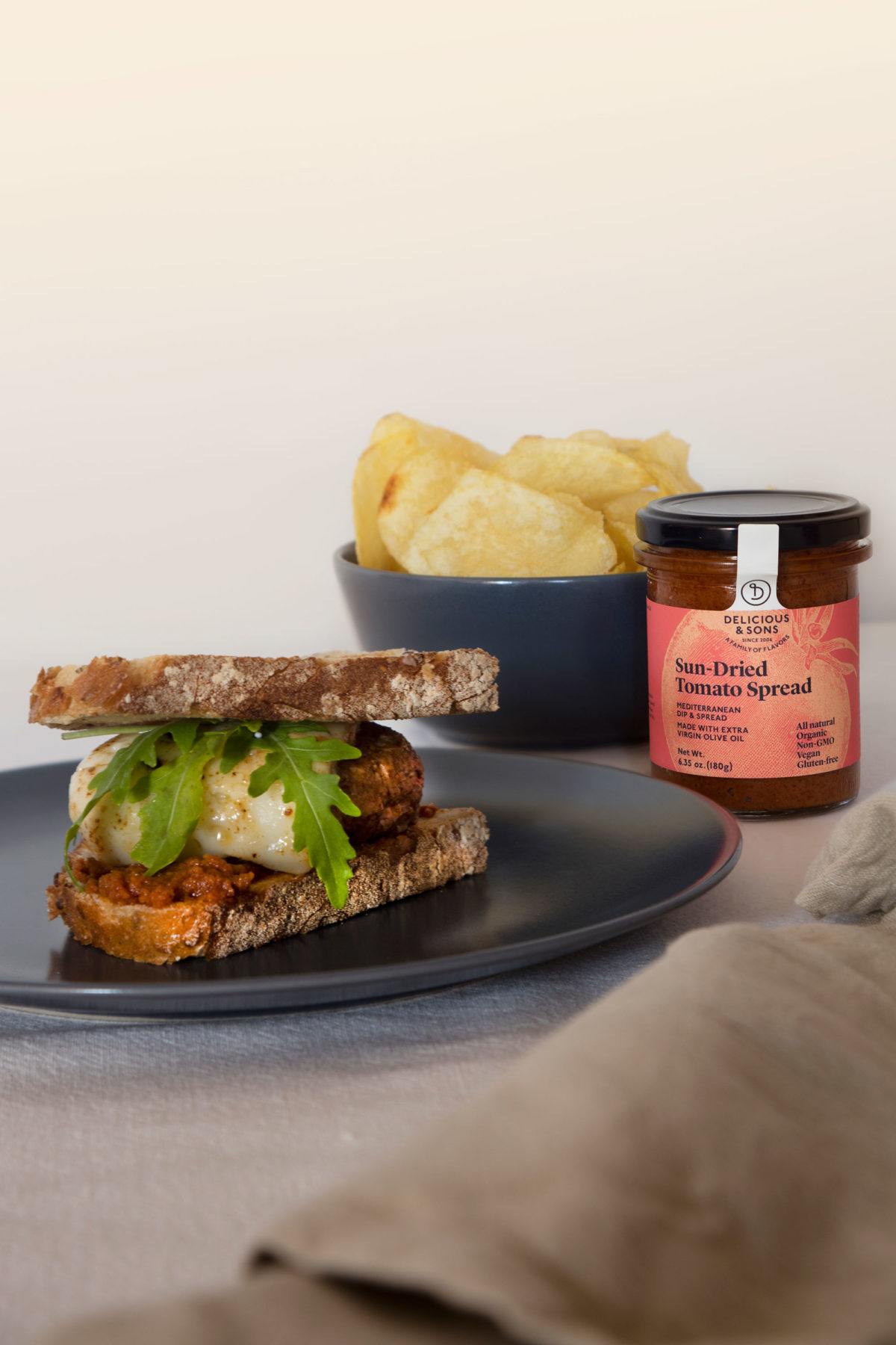 Sun-Dried Tomato Spread Burger by Isabel Tutusaus — Delicious & Sons