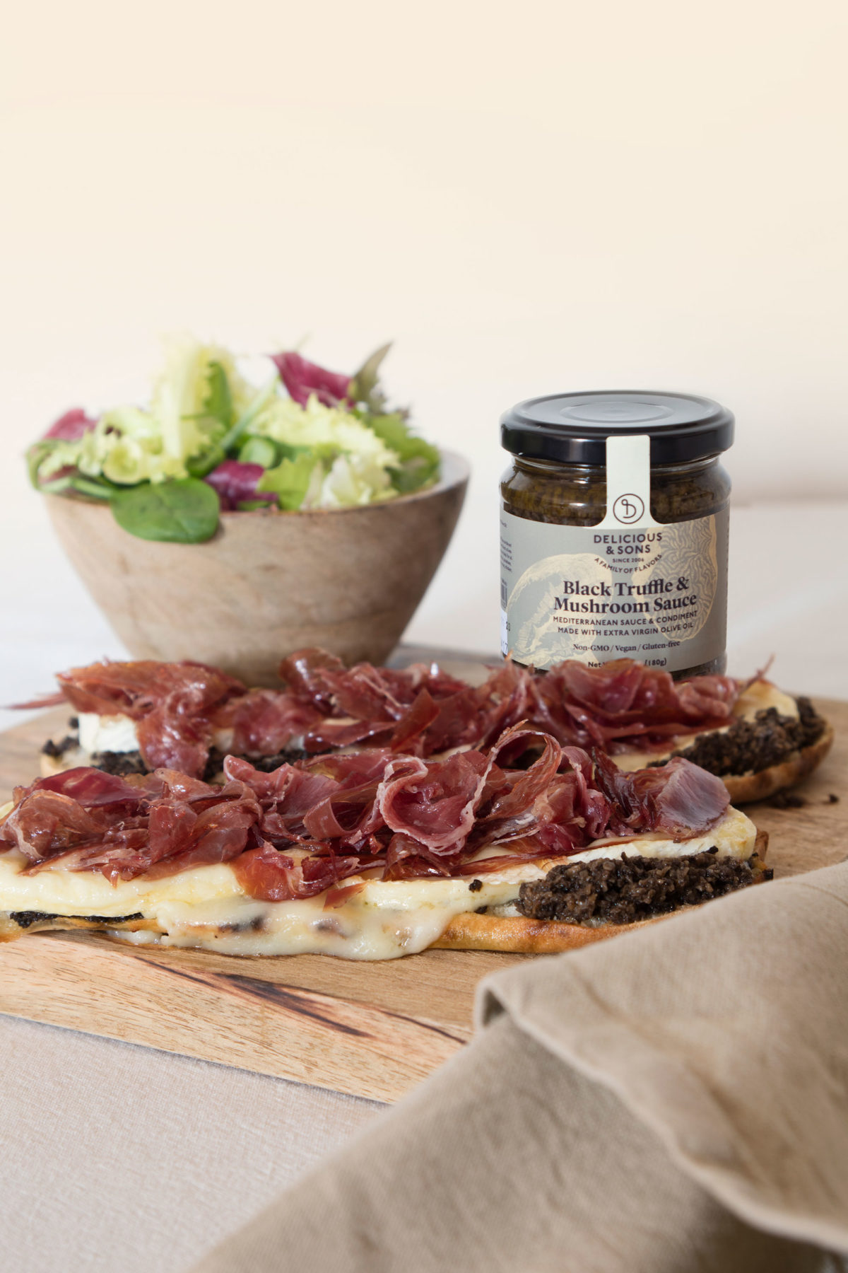 Mini Pizzas with Black Truffle Sauce by Isabel Tutusaus — Delicious & Sons