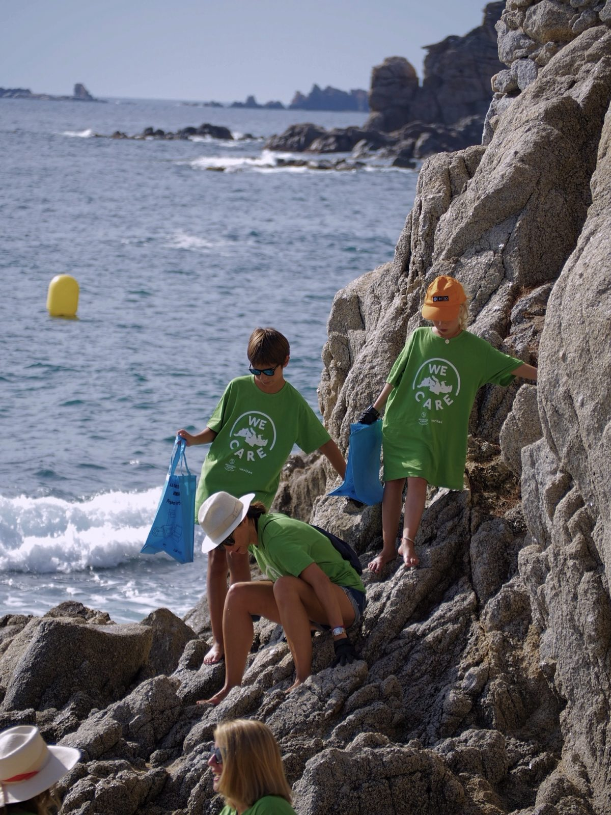 The Mediterranean Thanks 131 Volunteers and 82 lbs. of Garbage — Delicious & Sons