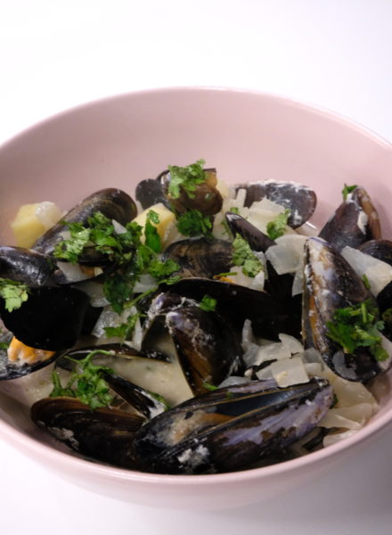 thai-style-mussels-with-curry