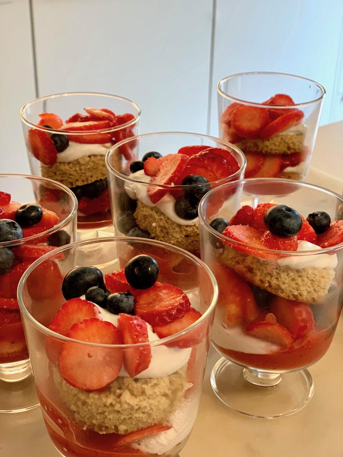 """""""Trifle"""" de Crema de Coco con Frutas del Bosque — Delicious & Sons"""