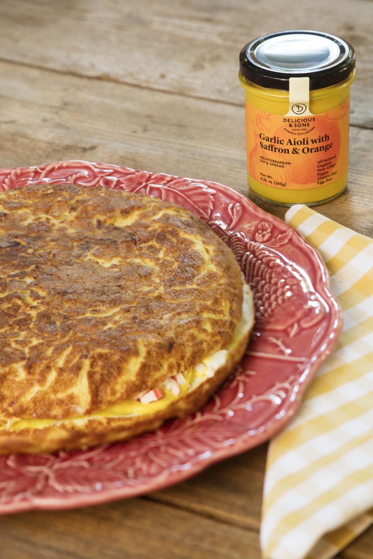 Tortilla-Patata-Cangrejo-Alioli-Azafran-delicious-and-son-by-Dani-Guerrero-bodegon